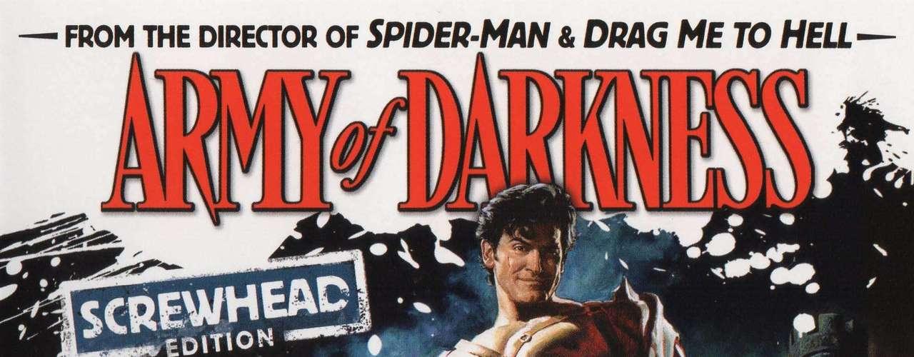 El final alternativo de 'El ejército de las tinieblas' abría la puerta a una cuarta entrega para la saga iniciada por 'Posesión infernal'. En lugar de regresar al presente, en el desenlace descartado el personaje interpretado por Bruce Campbell despertaba en un futuro apocalíptico.