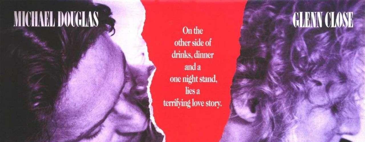 Para 'Atracción Fatal', Adrian Lyne rodó un final muy alejado de los estándares de Hollywood en el que el personaje interpretado por Glenn Close se cortaba el cuello con un cuchillo que tenía las huellas del marido infiel al que daba vida Michael Douglas. La productora optó por un desenlace más efectista en el que la mujer de Douglas (Anne Archer) mataba a Close de un tiro.