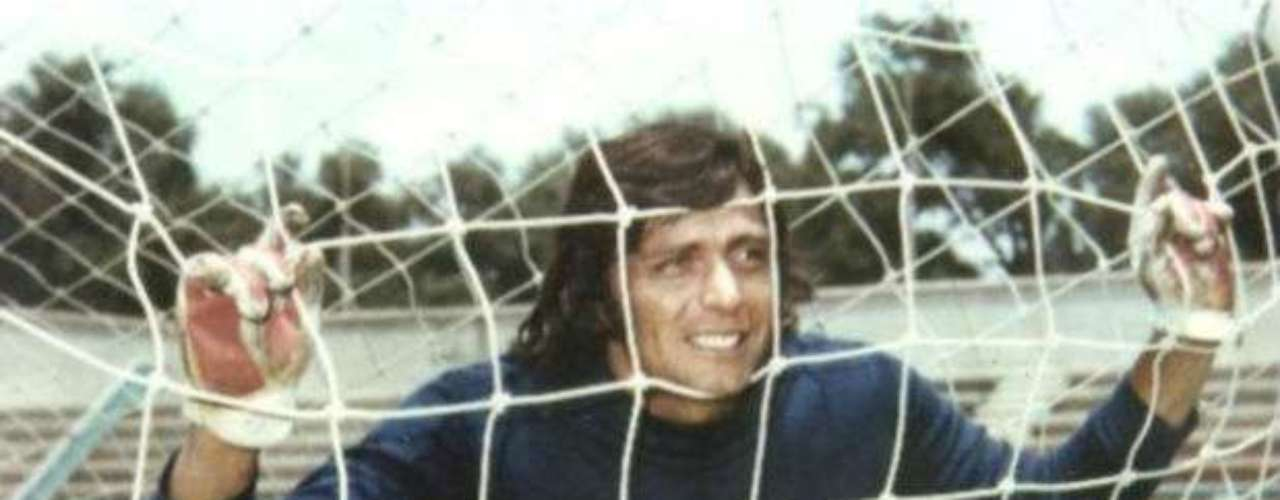 Miguel Marín, a goalie for Cruz Azul in the 1970s, was representative of an era not only for the club but also for Mexican soccer in general. He was a five-time champion. His spectacular dives and saves were an inspiration for future generations. He was a true great, even though he once scored an incredible own-goal while trying to clear the ball.