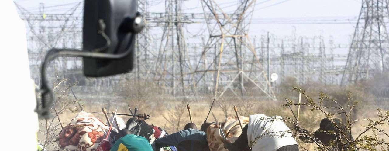La violencia en la explotación de platino se había cobrado ya diez vidas antes de la matanza del jueves, entre ellos, dos policías, dos guardias de seguridad y seis mineros, tanto en choques contra las fuerzas de seguridad como entre sindicatos rivales.