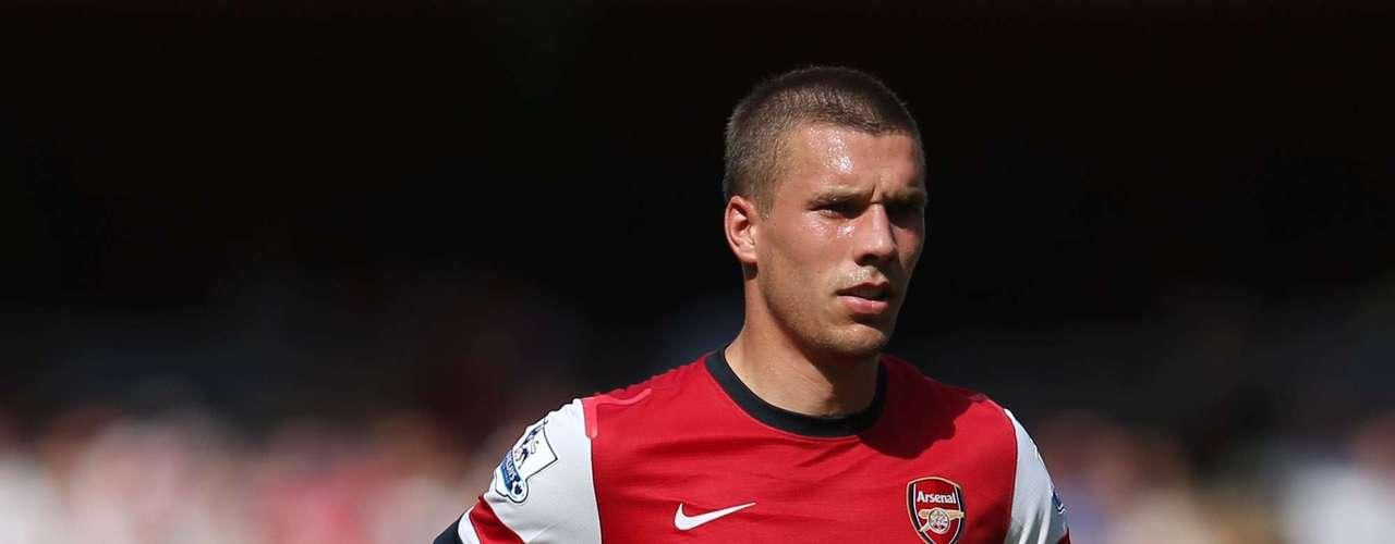 El delantero alemán Lukas Podolski debutó con su nueva camiseta, pero no se entendió con sus compañeros.