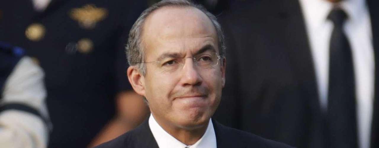 En algunas entrevistas con medios locales, Calderón cuenta que su carrera política comenzó a los ocho años, época en que junto con sus hermanos pegaba propaganda en las calles de su natal Morelia.