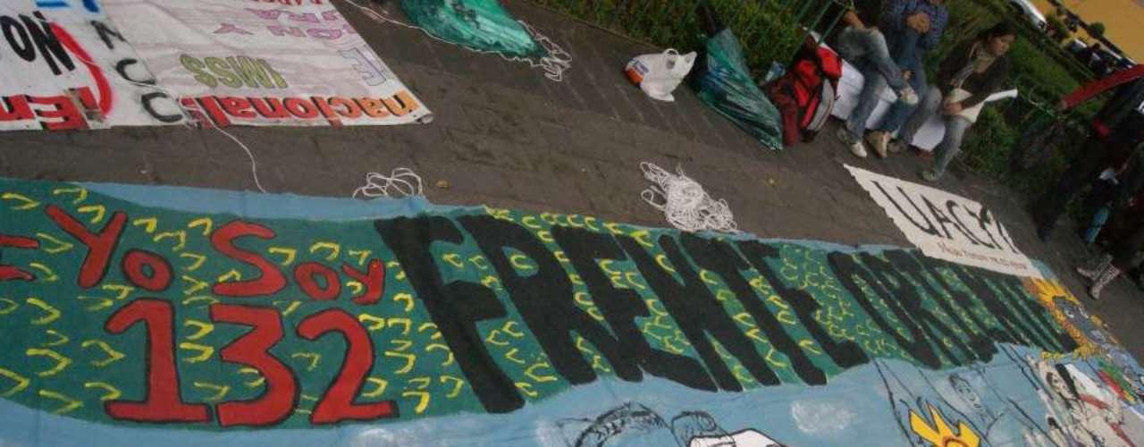 Junto con los jóvenes, asambleas populares de Cuautitlán Izcalli, Ciudad Nezahualcóyotl, Los Reyes la Paz e integrantes de la \