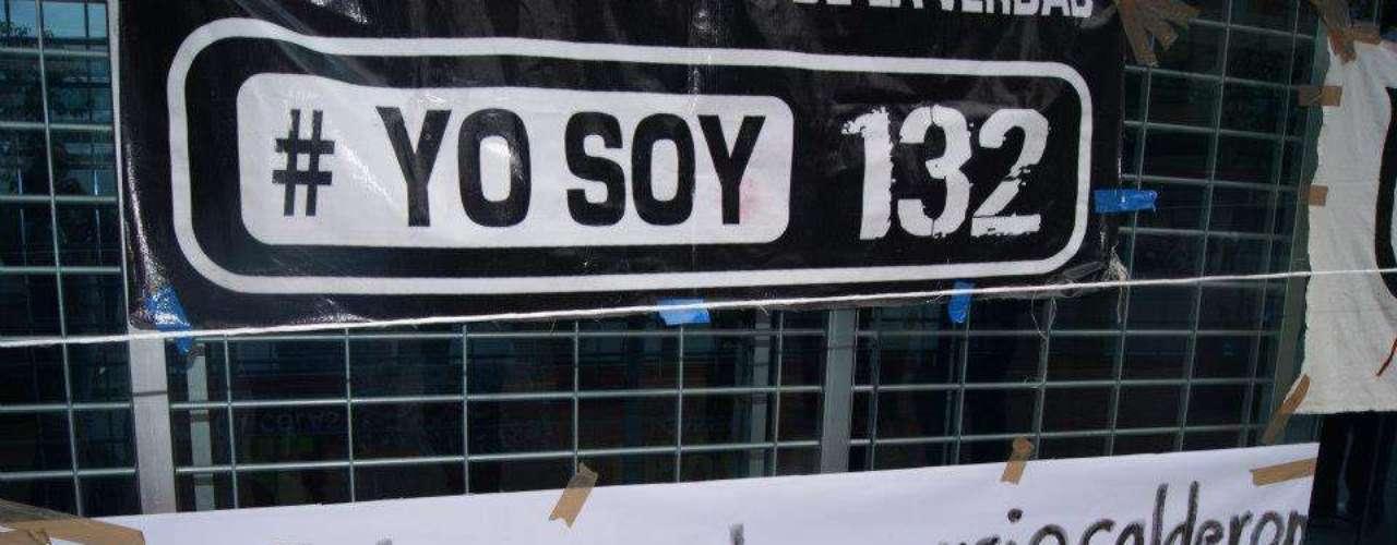 También protestaron contra el presidente Felipe Calderón.