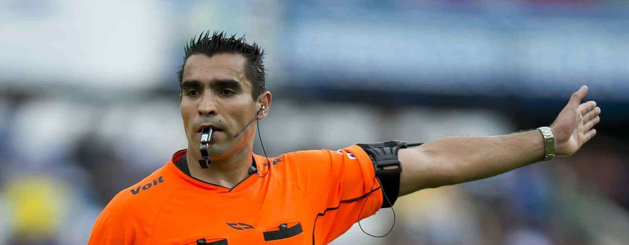 As odd as it seems, Marco Rodríguez was not a central figure of the match.