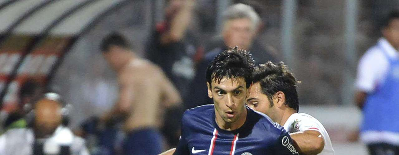 Paris Saint-Germain's Javier Pastore (L) challenges Ajaccio's Johan Cavalli (R) during their French Ligue 1 soccer match in Ajaccio August 19, 2012. REUTERS/Pierre Murati (FRANCE - Tags: SPORT SOCCER)