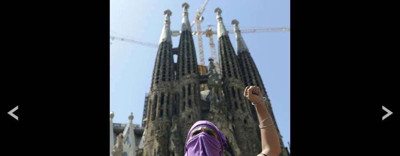 En otras ciudades como Barcelona las demostraciones de apoyo se hicieron fuera de las principales iglesias. Gobiernos de distintos países, como Reino Unido, Francia y Alemania, calificaron la sentencia de \