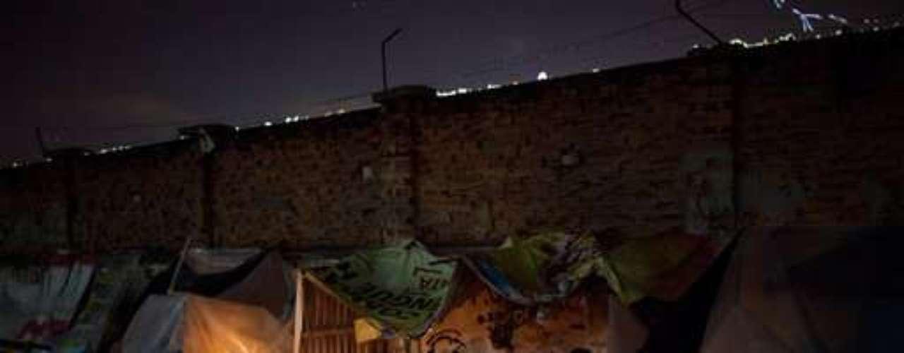 Cuando apareció el crack hace unos seis años, Mandela y las favelas vecinas pasaron a ser el principal mercado al aire libre de drogas de Río, \
