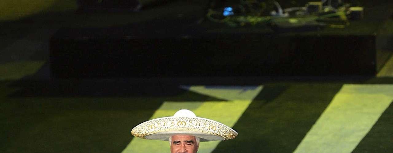 Vicente Fernández  además de ser una de las cartas fuertes del Palenque de Fiestas de Octubre 2012, será homenajeado. En una entrevista con Notimex, el gerente de Empresa Tapatía, Alberto Neri, dio a conocer que en el palenque se le rendirá un tributo con motivo de su retiro de los escenarios. \