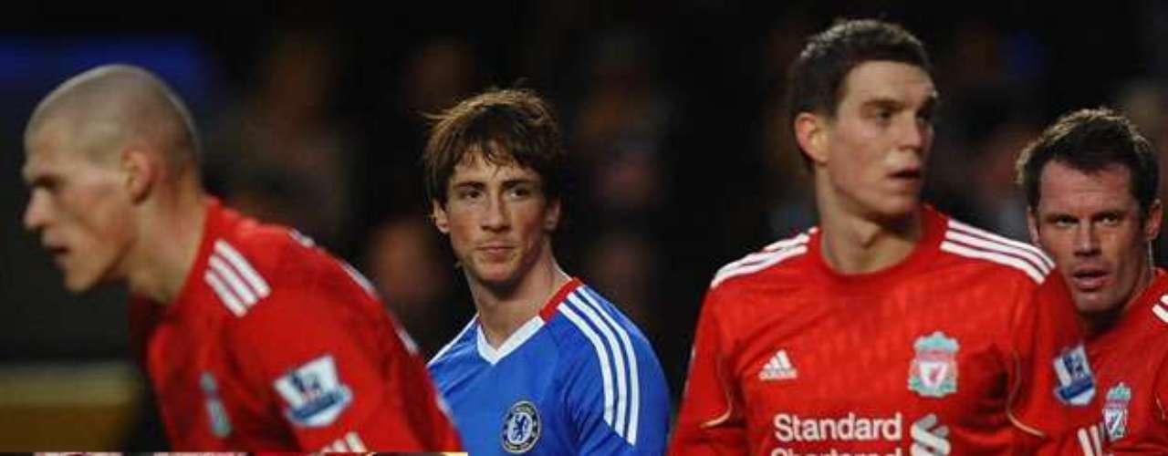 En enero de 2011, la afición de Anfield también ahogó sus penas prendiendo fuego a la camiseta del Liverpool que vistió Fernando Torres desde julio de 2007, decepcionados porque el \