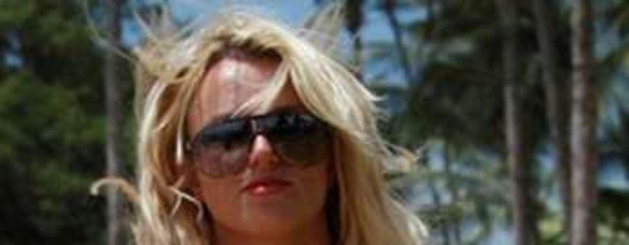 Britney aún no está lista para que el verano concluya dijo al momento de publicar la foto. Por lo que es muy probable que siga complaciendo a sus \