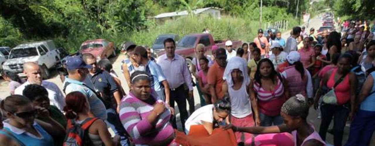 Humberto Prado, director del Observatorio Venezolano de Prisiones (OVP), una organización no gubernamental, declaró la noche del lunes que Yare I aún está bajo el control de los grupos armados de la cárcel, y que algunos familiares se niegan a salir del lugar por temor a que las autoridades tomen \