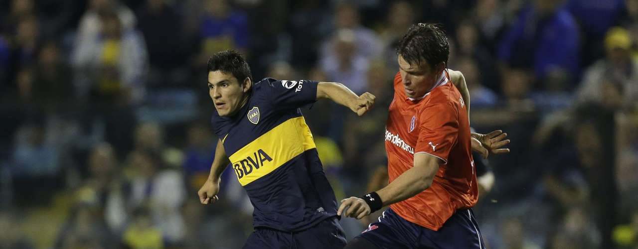 Boca's Cristian Chavez, left, vies for the ball with Independiente's Roberto Battion.