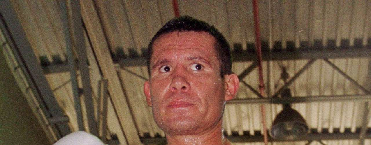 Mexican boxing legend Julio Cesar Chavez strikes a pose during a workout at a gym 24 July 2000 in Scottsdale, Arizona. The former world champion in three different weight classes, will attempt to regain his WBC superlightweight title when he takes on Russian-born Konstantin Tszyu, who is now based in Australia, on July 29 in Phoenix.