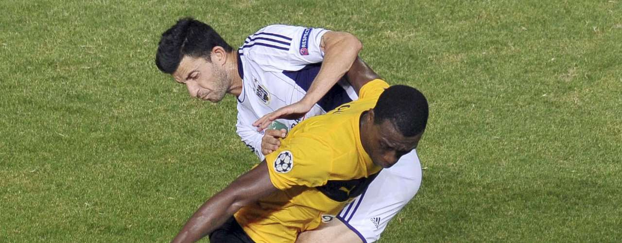 AEL Limassol's Vouho (99) challenges Anderlecht's Behrang Safari for the ball at the GSP stadium in Nicosia August 22, 2012. REUTERS/Andreas Manolis