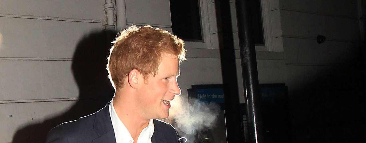 No es la primera vez que una juerga del nieto díscolo de la Reina termina en la prensa. El hijo de Carlos y Diana es un habitual de los clubs más selectos de la capital londinense.