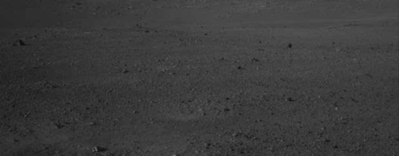 El explorador rodante avanzará tres metros (10 pies), virará a la derecha, después retrocederá y se detendrá ligeramente hacia la izquierda de su anterior lugar, agregó. \