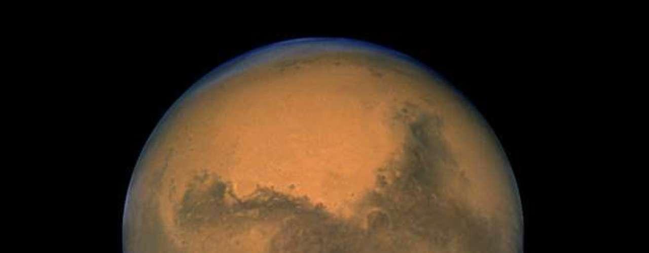 Estas pruebas se efectúan en preparación para que la sonda recoja sus primeras muestras de suelo a fin de determinar si el ambiente marciano alguna vez fue favorable para la vida.
