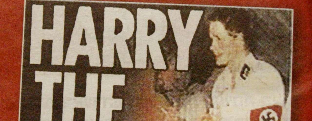 En 2005 una imagen de Enrique llevando una esvástica en un traje que usó para la fiesta de disfraces de uno de sus amigos provocó un escándalo. El titular \