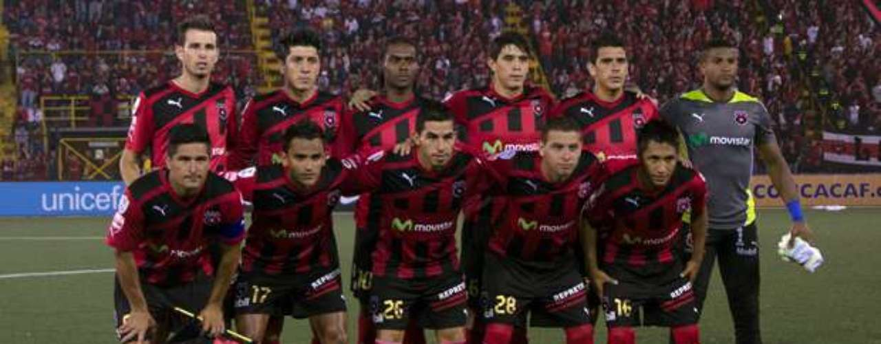 Alajuelense rescued the draw with an equalizer from Luis Valle in the 90th minute.
