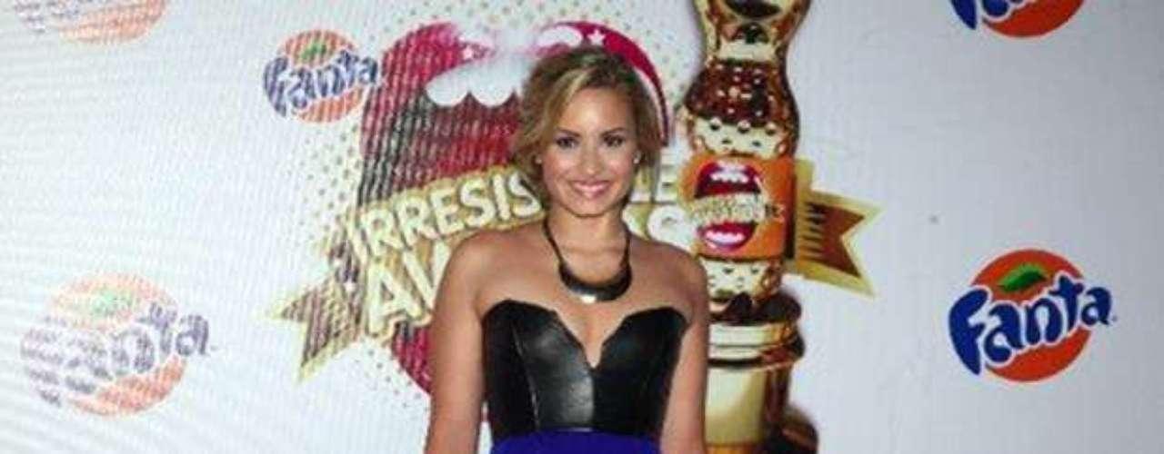 Bien sensual posó la joven para las cámaras, haciendo su entrada triunfal a la gala.