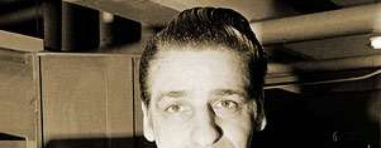 La mayoría de sus víctimas, de entre los 19 y 85 años de edad, fueron asaltadas sexualmente en sus apartamentos, luego estranguladas con artículos de ropa. 'El estrangulador de Boston' fue sentenciado a cadena perpetua en 1967.