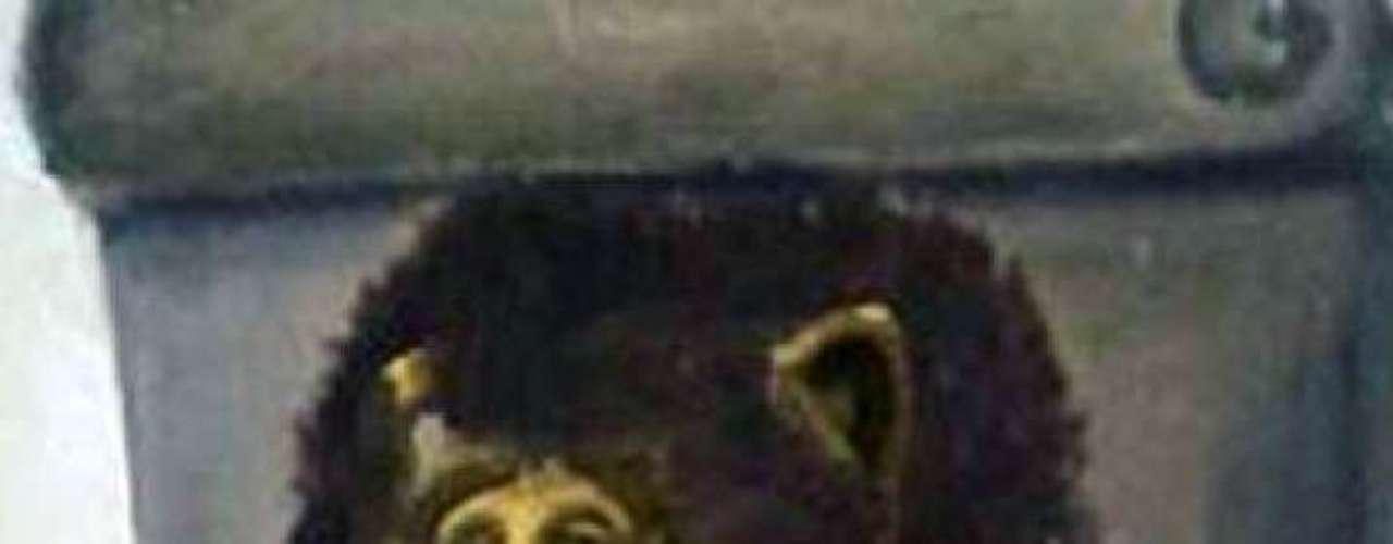 Algunos personajes del cine y la televisión como 'Alf' fueron trasplantados al rostro del Cristo doliente.