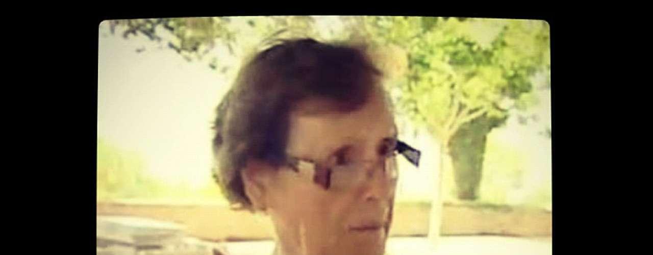 La señora Cecilia Giménez es la responsable de la intervención a la obra original de un pintor local llamado Elías García Martínez. Algunos vecinos de la localidad piden que se mantenga la obra restaurada como está y se han dado a la tarea de recolectar firmas.