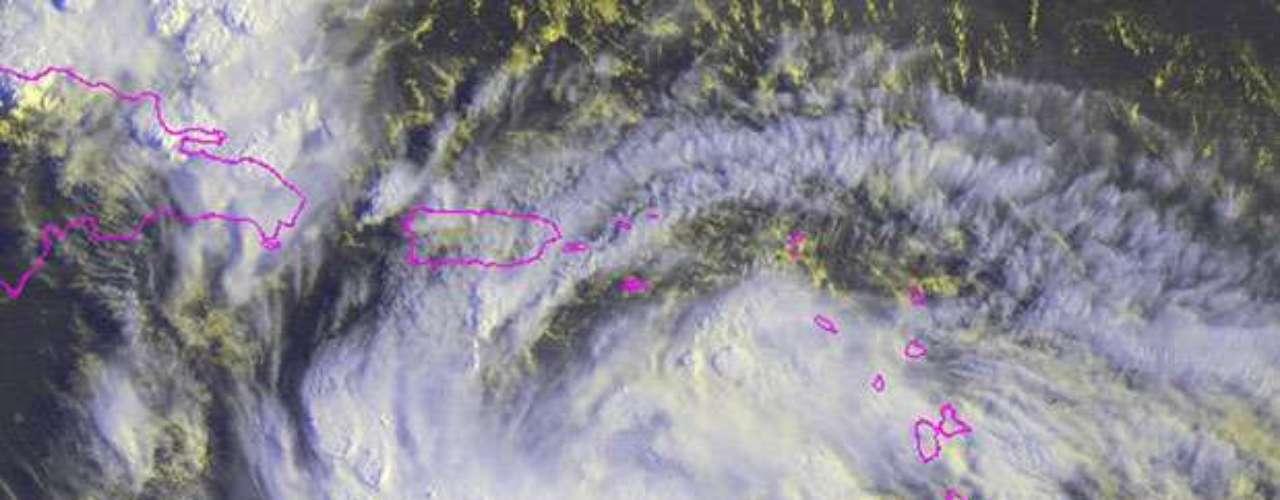 La tormenta registraba vientos máximos sostenidos de 75 kilómetros por hora y podría fortalecerse y convertirse en un huracán el jueves o el viernes, al acercarse a la costa de La Española, la isla compartida por República Dominicana y Haití, dijo el centro con sede en Miami.