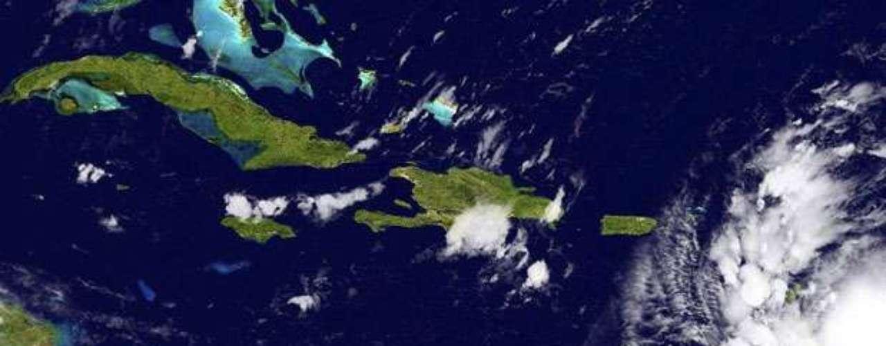 Algunos modelos computacionales muestran que Isaac viraría ligeramente hacia el oeste y que eventualmente se movería en sentido paralelo a la costa oeste de Florida. Otros pronostican que la tormenta tocará tierra en el sur de Florida y luego pasaría hacia el interior.