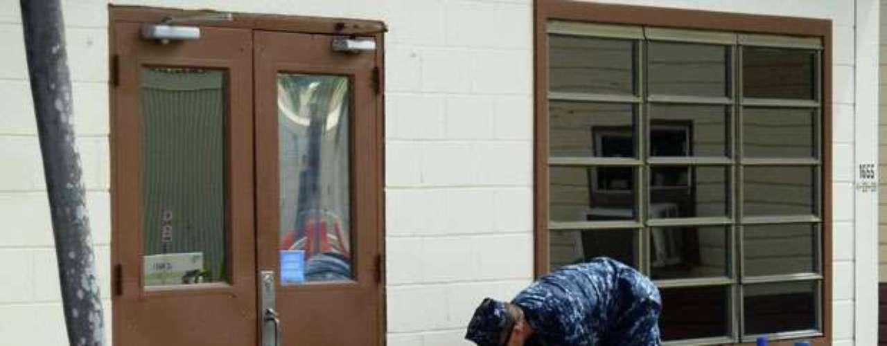 En la base naval de Estados Unidos en la Bahía de Guantánamo, en el sudeste de Cuba, las autoridades dijeron el miércoles que la tormenta Isaac había obligado a posponer audiencias previas al juicio que comenzarían el jueves para cinco prisioneros acusados de planificar los ataques del 11 de septiembre del 2001.