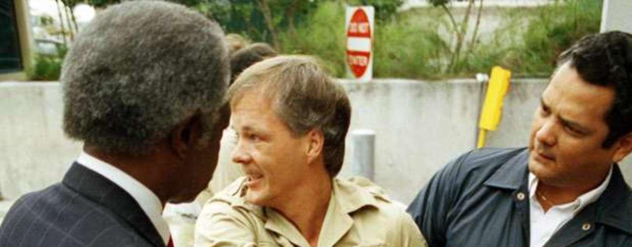 Sin embargo, al paso de los años volvió a cometer otros crímenes. Durante una estancia laboral en Los Angeles, Unterweger mató tres prostitutas -Shannon Exley, Irene Rodríguez y Sherri Ann Long-, salvajemente violadas y estranguladas con sus propios sujetadores. Fue arrestado por el FBI en Miami, el 27 de febrero de 1992. El 29 de junio de 1994, Unterweger fue sentenciado a cadena perpetua sin posibilidad de redención, por lo que se quita la vida colgándode en su celda.