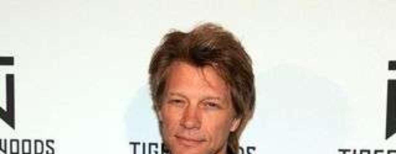 El porte de chico malo y seductor de Jon Bon Jovi, le ha valido para mantenerse en el gusto de las mujeres por mucho tiempo.