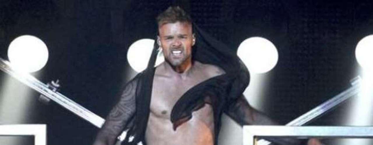 No sólo las grandes divas de la música tienen su toque sensual, pues los caballeros que dominan la industria musical, también tienen unos buenos atributos que vuelven loquitas a millones de féminas por el mundo. Así como Ricky Martin, seleccionado por la revista People, en su edición aniversario, como uno de los 15 hombres más deseados y sexies.