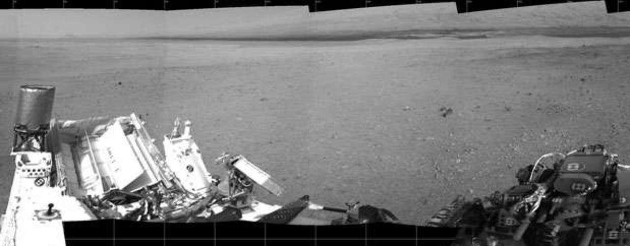 Por otro lado, el jefe científico del Programa de Exploración de Marte, Michael Meyer, anunció que en homenaje al escritor de ciencia ficción Ray Bradbury recientemente fallecido se ha decidido bautizar el lugar donde tocó la superficie de Marte como Bradbury Landing.