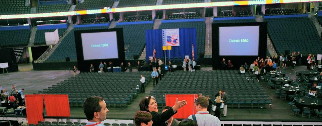 Con motivo de la convención el Comité Organizador de Tampa creó el siguiente sitio http://2012tampa.com/ que menciona desde opciones de transporte hasta instrucciones para donar a la Campaña. Y para los que no puedan ir a Tampa, por primera vez, la Convención Nacional Republicana está presentando la Convención sin paredes, una aplicación de Facebook.