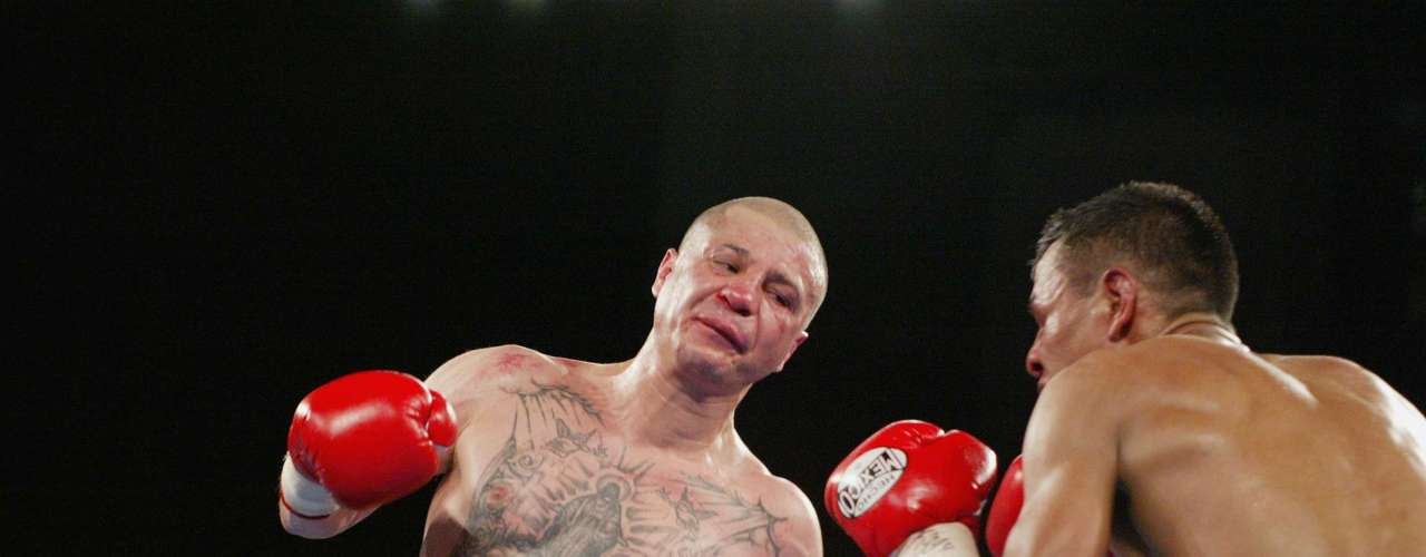Tapia went up a weight class before fighting Manuel Medina during the IBF Featherweight Championship bout at The Theater at Madison Square Garden in New York, New York on April 27, 2002. Tapia won by decision after 12 round and held three belts at the same time.