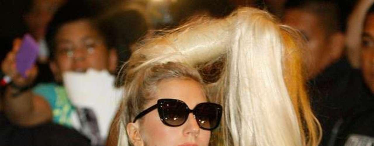 Lady Gaga tiene más de 28 millones de seguidores y sigue a más de 137 mil. Sólo el 29% de sus seguidores son \