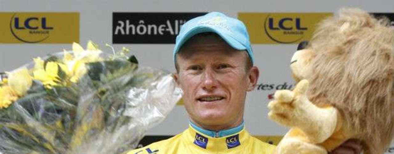 En 2007, Alexandre Vinokourov fue suspendido un año por la Federación de Ciclismo de Kazajistán por dopaje, por lo que no podría volver a competir hasta julio de 2008. Dicha sanción creó malestar en la UCI al ser notablemente inferior a la habitual en casos de dopaje (dos años). Ese mismo día, Vinokurov anunció su retirada. Después intentó volver a la competición a principios de 2009, pero la UCI vetó esa posibilidad, alegando que la sanción por dopaje es de dos años, y no de uno. Apenas en Londres 2012, ganó el oro en la prueba de ruta.