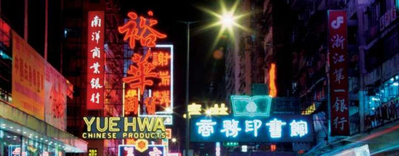 Hong Kong, en China, está en el cuarto lugar, y no por nada es conocida como el 'sauna tropical'. Los establecimientos tienen por regla tener aire acondicionado... para evitar la deshidratación.