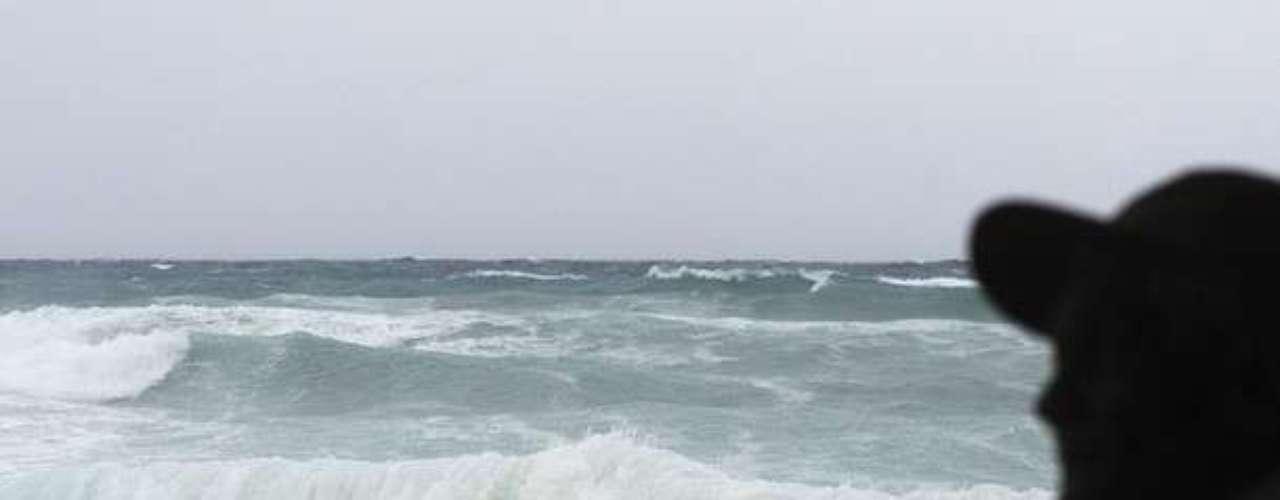 Los vientos que causó Isaac hicieron que el mar en República Dominicana creara olas muy grandes y de gran fuerza