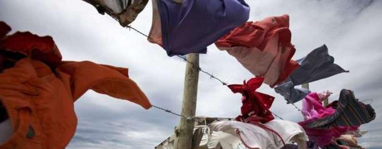Algunos aprovecharon para secar la ropa al aire libre, tras los vientos que generó Isaac en República Dominicana
