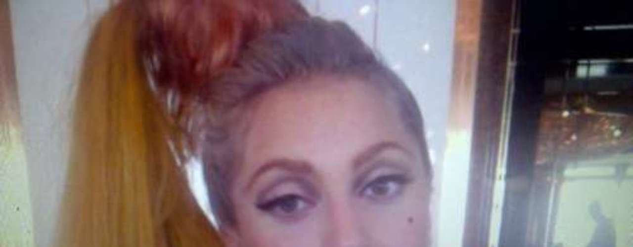 Lady Gaga - @ladygaga - Más de 28.500.000 seguidores. La cantante es una de las artistas más seguida en la popular red social. Su potente voz, su ritmo efervescente y su peculiar y a veces polémico estilo le han servido para ganarse muchos admiradores. Sin embargo las cifras engañan. Más del 50% de sus 'followers' son 'fake', o lo que es lo mismo, son cuentas falsas o usuarios de personas que no existen.