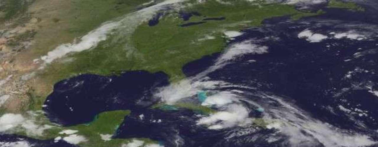 En esta imagen de satélite se puede ver como Isaac hace su paso por Cuba. La isla sufrió varios daños materiales. Aun no se conoce si hay muertos o heridos .