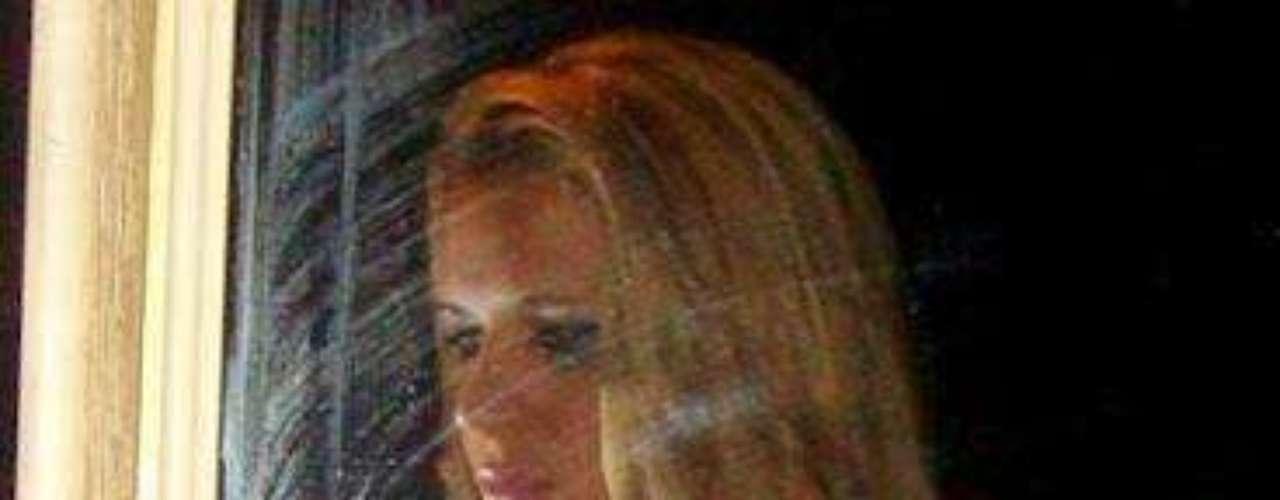 La abogada brasileña Denise Rocha Leitao, una asesora del Senado que perdió el cargo luego de que se popularizara en internet un vídeo con escenas de sexo del que es protagonista, se desnudó para una revista masculina, según informó la publicación Playboy Brasil.