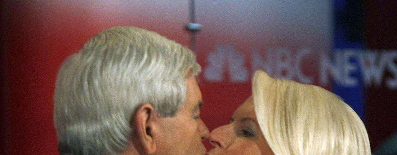 El 8 de enero de 2012 besó a su esposa Callista antes de iniciar el debate en New Hampshire.