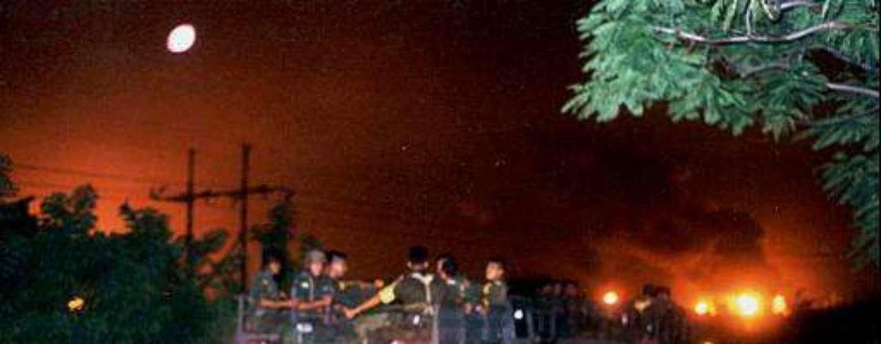 30 de julio de 2011, México. Al menos dos obreros resultaron muertos por una explosión ocurrida luego del arranque de una unidad de tratamiento en una refinería perteneciente a la compañía nacional Pemex en Tula, en el norte de México.