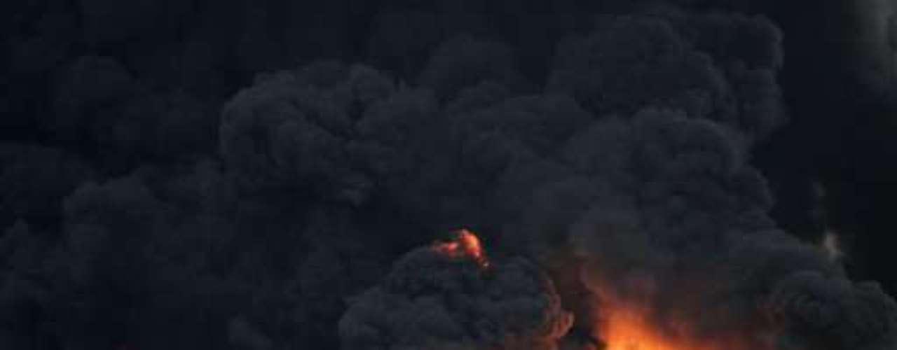 2 de junio de 2011, Gran Bretaña. Cuatro trabajadores murieron en un incendio producido tras la explosión en una refinería de petróleo perteneciente al grupo estadounidense Chevron en Gales. Según la policía, un tanque de almacenamiento explotó en el curso de trabajos de mantenimiento en esta refinería, una de las más importantes de Europa, que cuenta con 1.400 empleados.