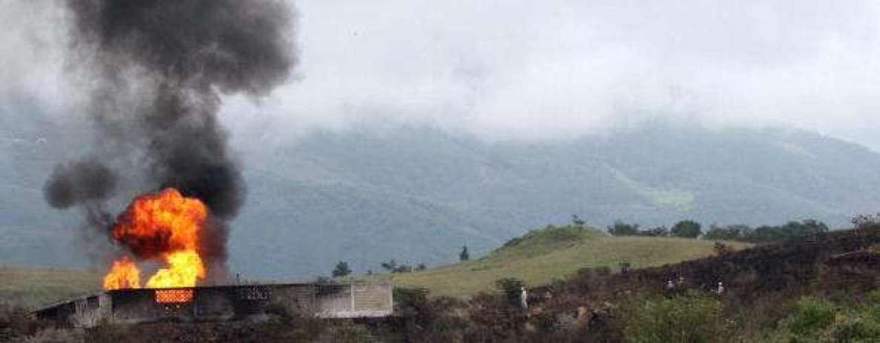 7 de septiembre de 2010, México. Dos muertos en una explosión provocada por una fuga en una instalación de una refinería de la compañía Petróleos Mexicanos (Pemex) en Cadereyta, cerca de Monterrey (noreste).