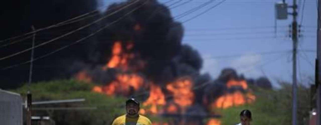 21 de marzo de 2006, Venezuela. Dos obreros murieron en un incendio mientras realizaban operaciones de mantenimiento en la refinería de Amuay, operada por la compañía petrolera nacional PDVSA, situada 400 kilómetros al noroeste de Caracas.